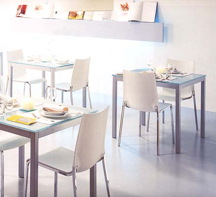 Diesis, dining table from Bontempi, designed by Daniele Molteni