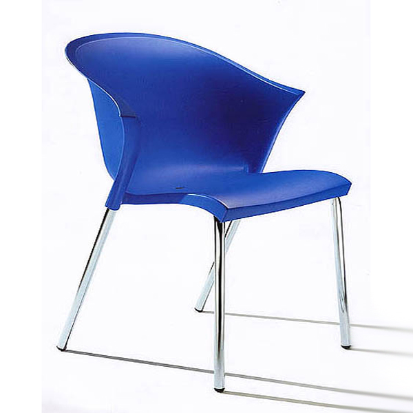Bla chair from Parri