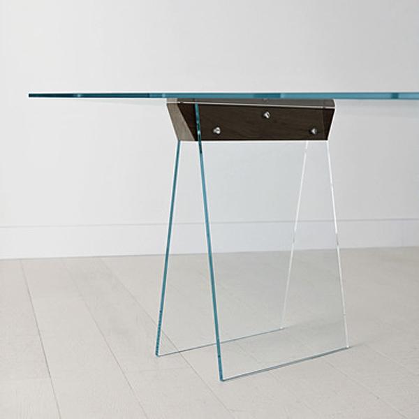 Kasteel desk from Tonelli, designed by Moe Design Lab