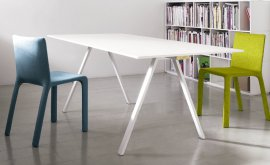 Neat Desk by Kristalia