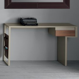 Task Desks by Compar
