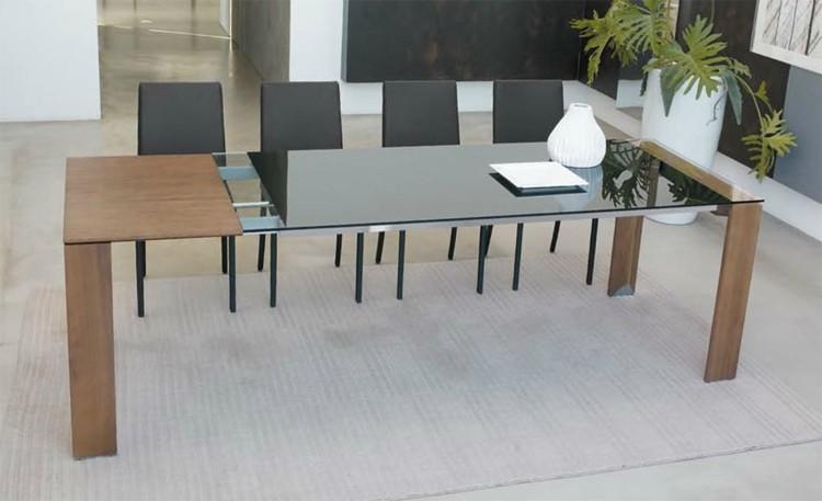 Liko dining table from Antonello Italia, designed by Gino Carollo