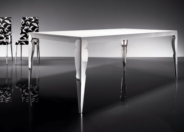 Hollywood dining table from Trabaldo