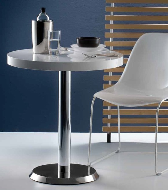 Linea dining table from Pedrali, designed by Pedrali R&D