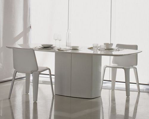 Aero dining table from Pedrali, designed by Daniele Lo Scalzo Moscheri