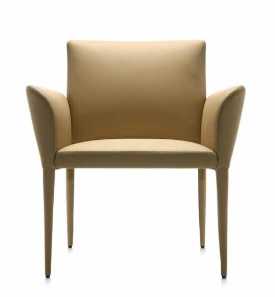 Bella L lounge chair from Frag, designed by G. e R. Fauciglietti