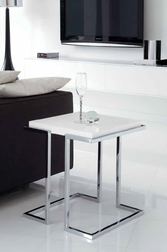 Service end table from Unico Italia