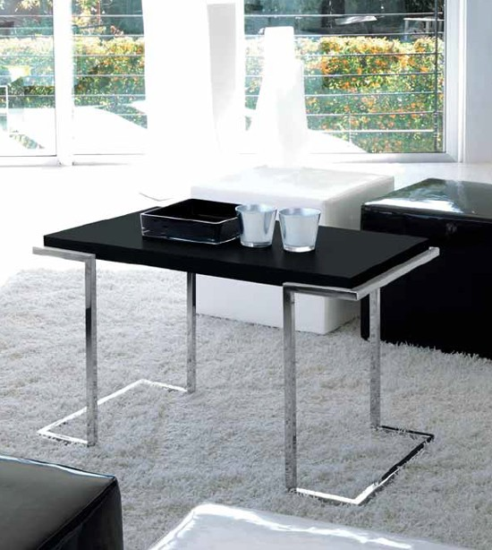 Service XL end table from Unico Italia