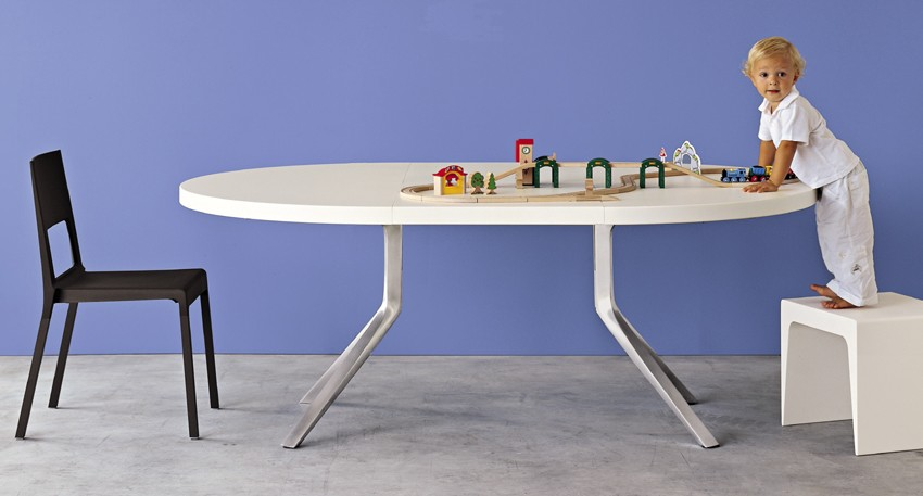 Oops Lacquered dining table from Kristalia