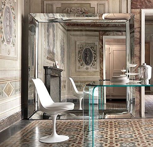 Caadre mirror from Fiam, designed by Philippe Starck