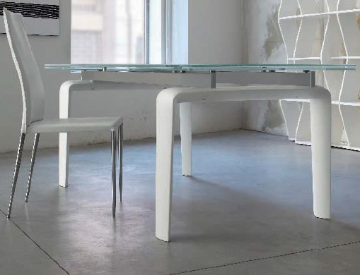 Ray dining table from Doimo