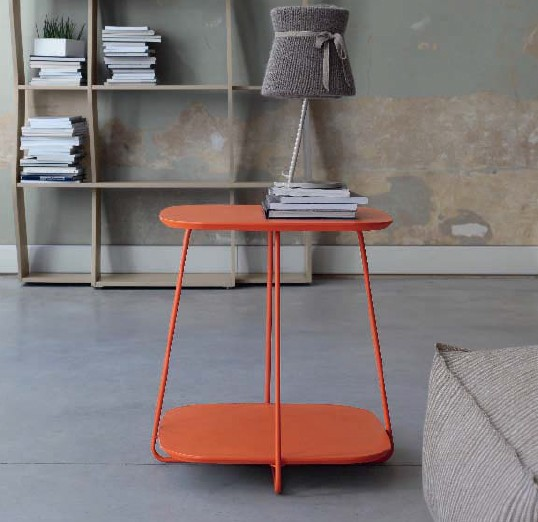 Plane end table from Doimo