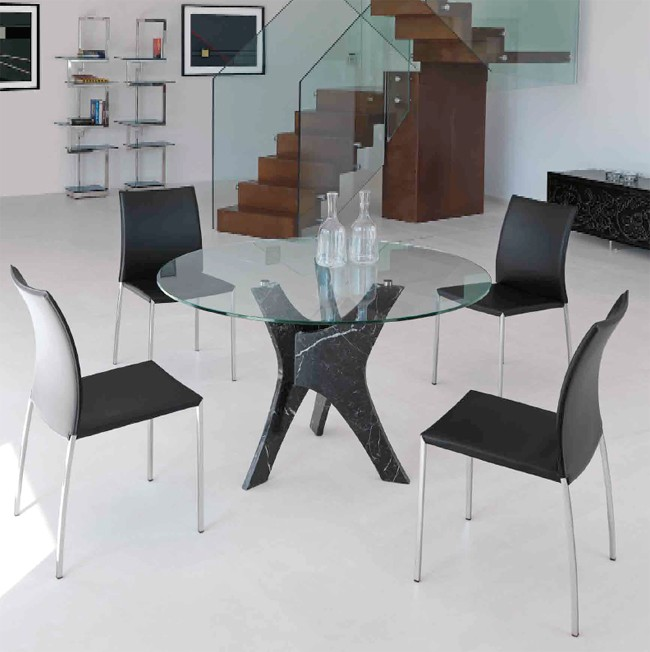 Brera dining table from Steelline