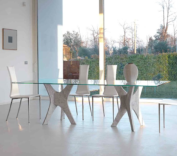 Phanteon dining table from Steelline
