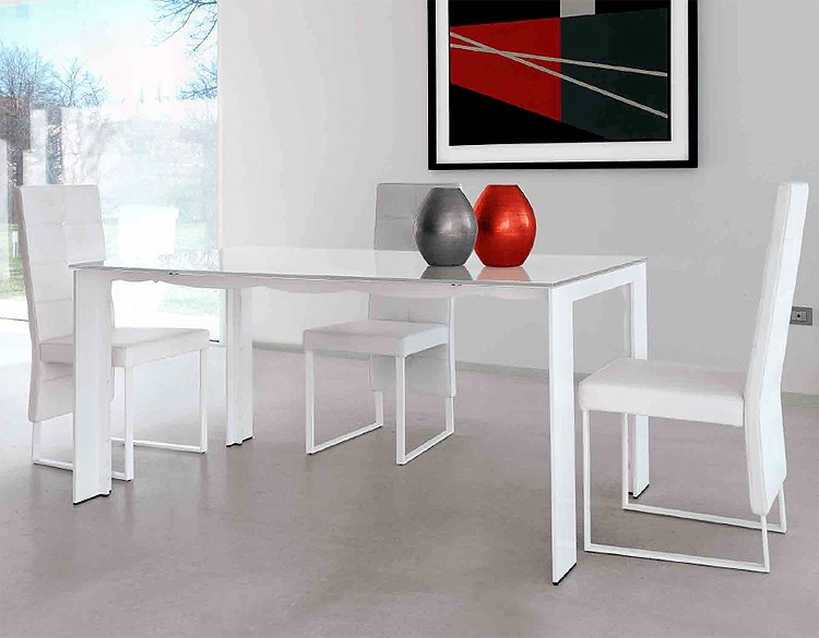 Fines dining table from Steelline
