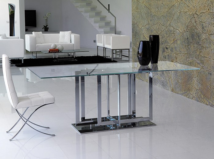 Trilogy dining table from Steelline