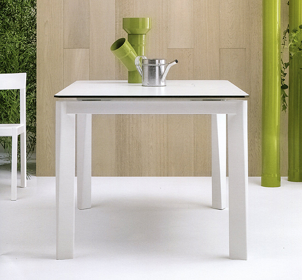 Blade dining table from Doimo