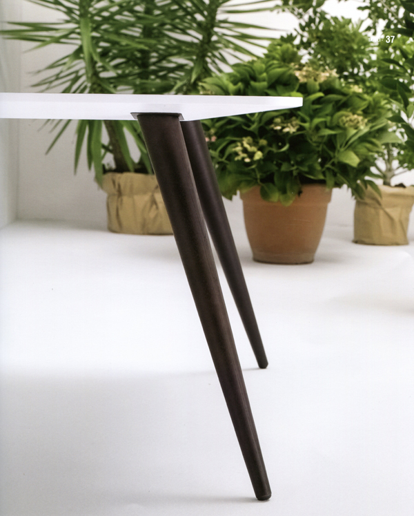 Planet, dining table from Doimo