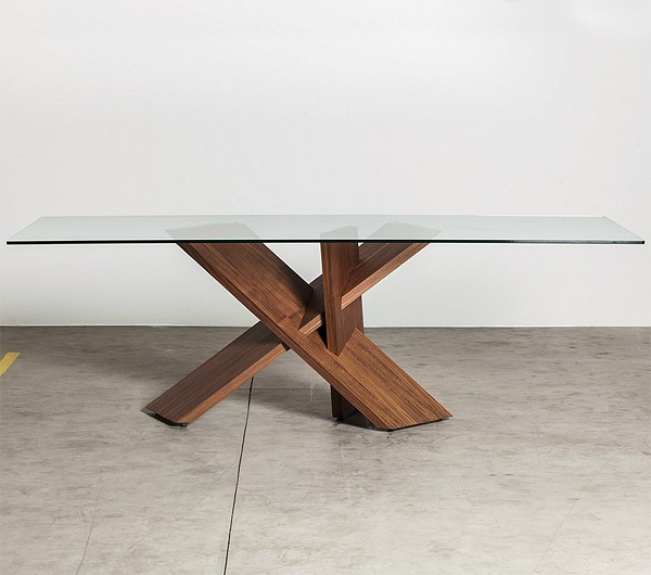 Tripode dining table from Miniforms, designed by Luigi Semeraro
