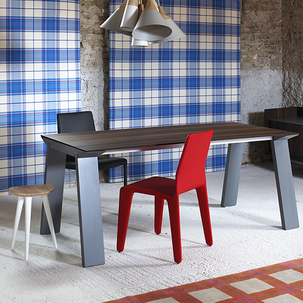 Artu dining table from Miniforms, designed by Andrea Lucatello