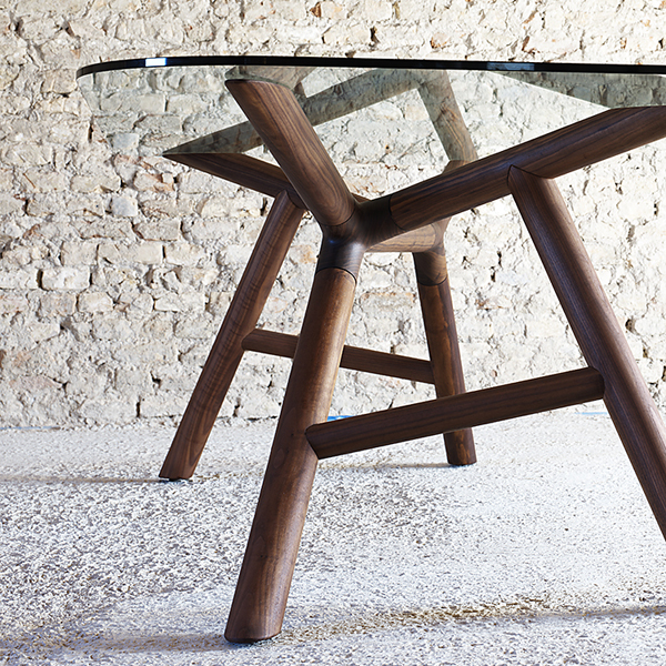 Otto dining table from Miniforms, designed by Paolo Cappello
