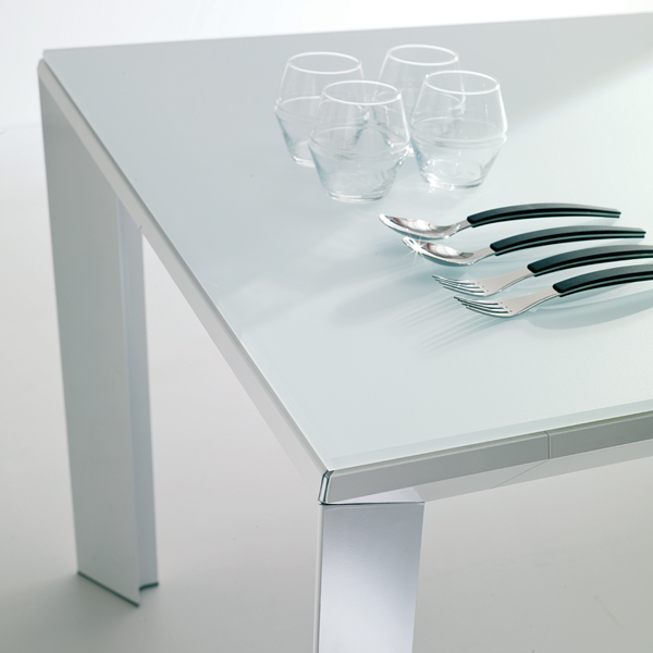 Metro T200 dining table from Ozzio