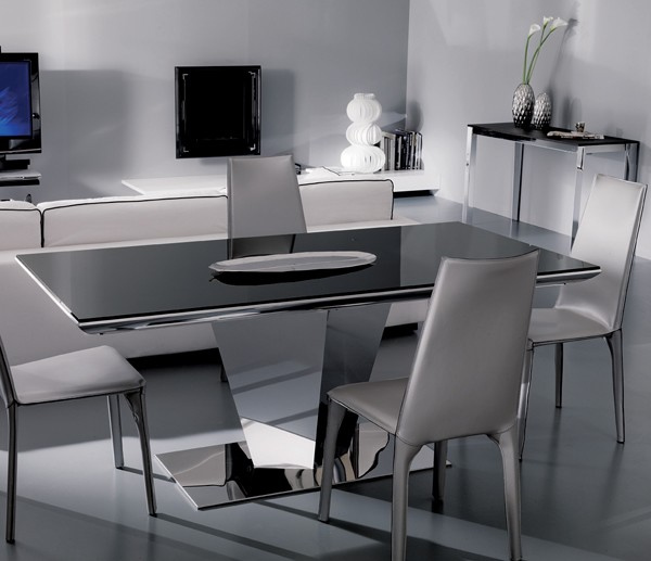 Diamante T250 dining table from Ozzio
