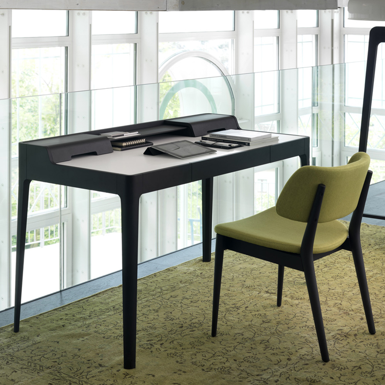 Saffo desk from Porada, designed by C. Ballabio