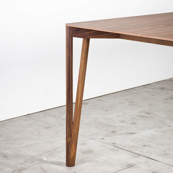 Decapo dining table from Miniforms