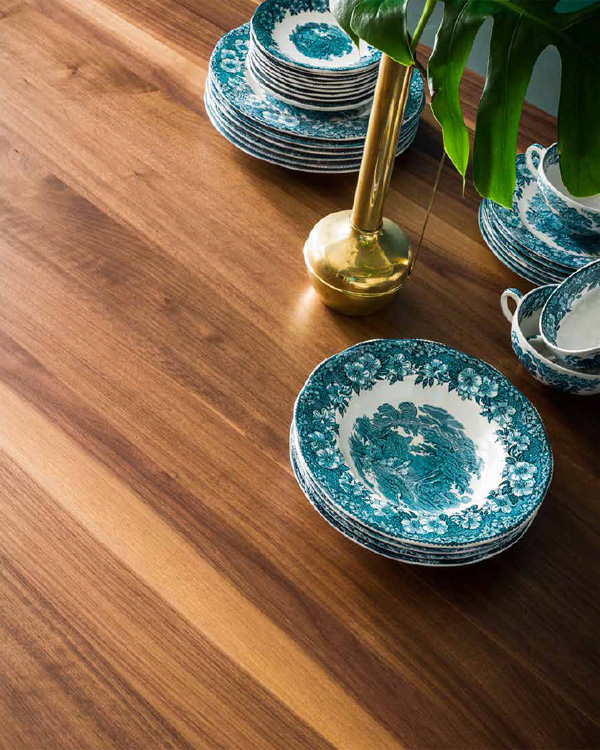 Wave dining table from Sedit