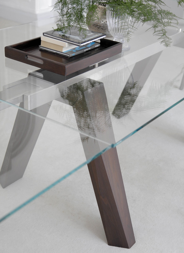 Aron dining table from Bontempi, designed by  R&D Bontempi Casa