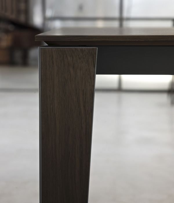 Senso dining table from Bontempi