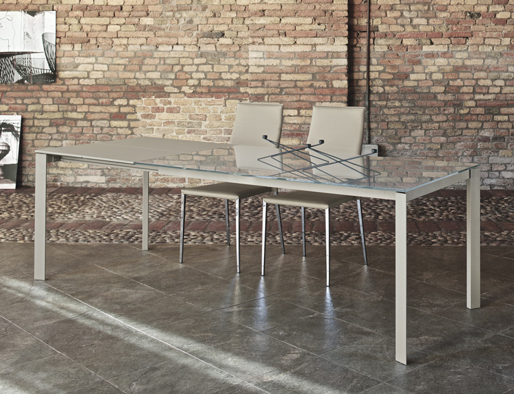 Dublino dining table from Bontempi
