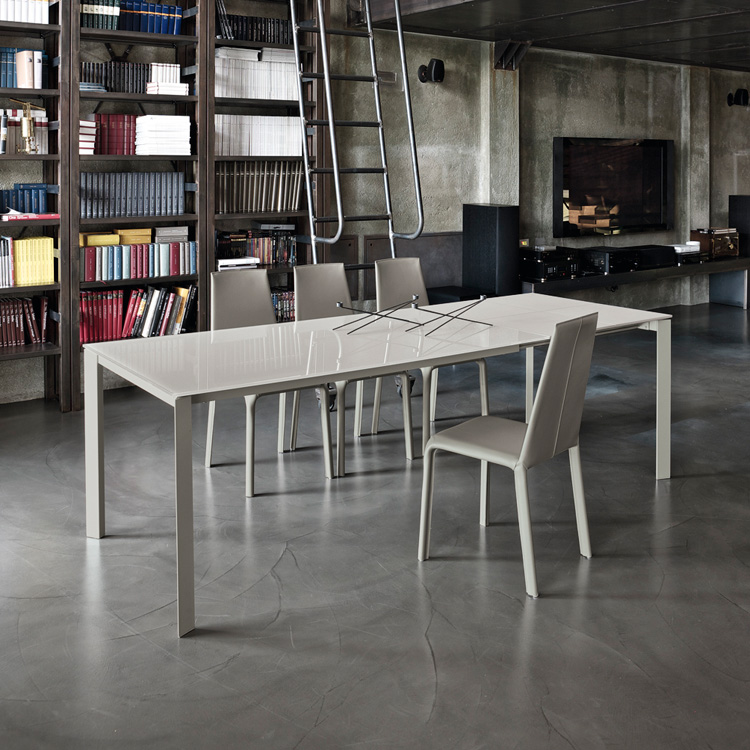 Dublino dining table from Bontempi, designed by  R&D Bontempi Casa
