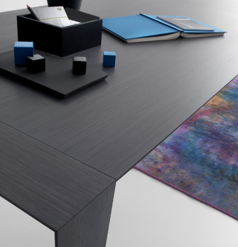 Plus dining table from Compar