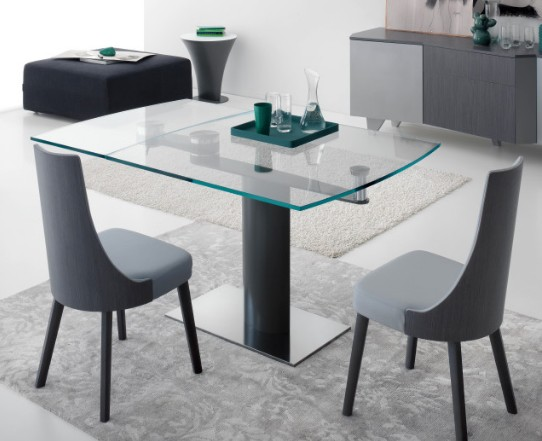 Liberty dining table from Compar