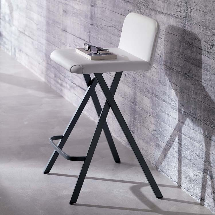 Charlie S523 stool from Ozzio