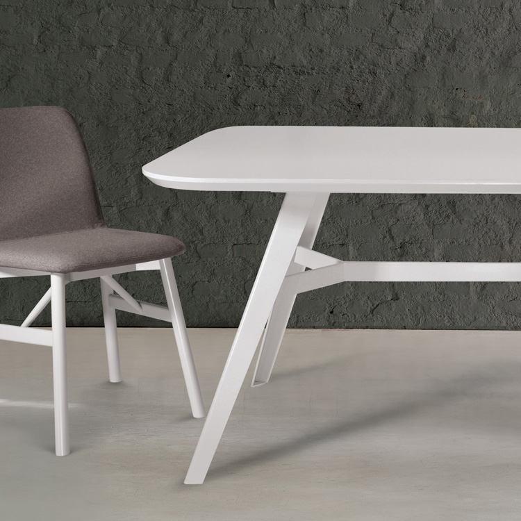 Aky Met X dining table from Trabaldo