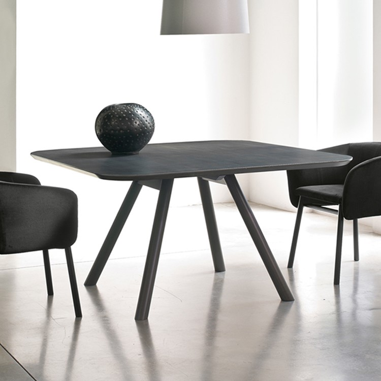 Aky dining table from Trabaldo