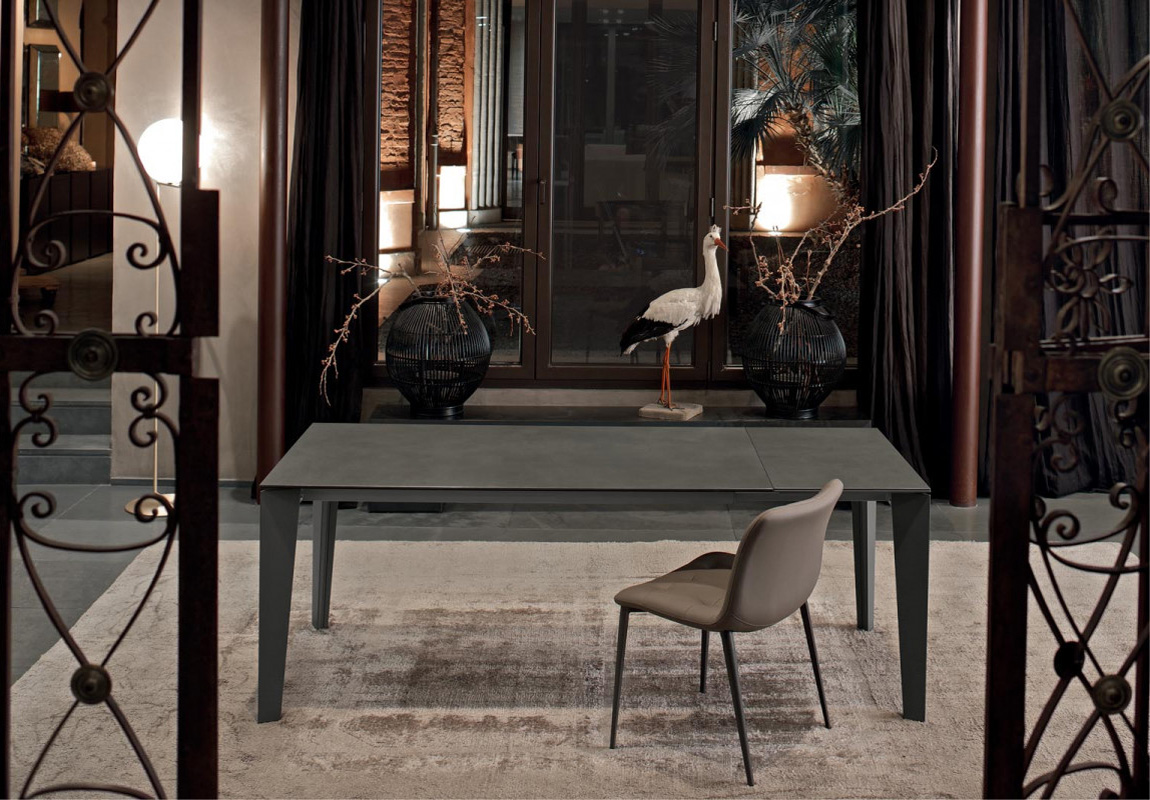 Cruz, dining table from Bontempi