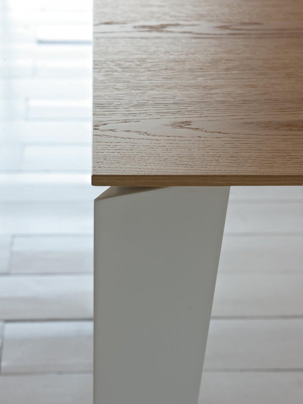 Cruz dining table from Bontempi