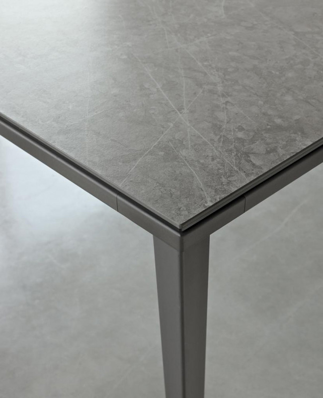 Echo dining table from Bontempi