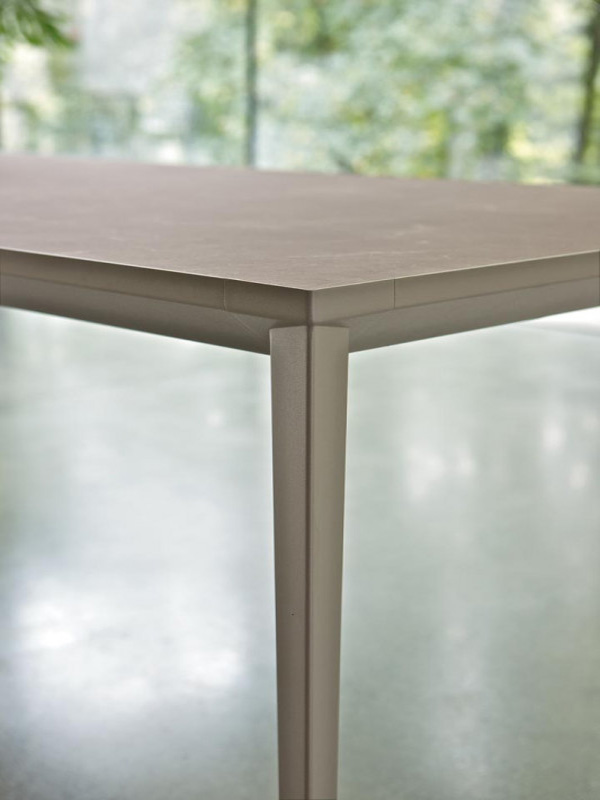 Echo In dining table from Bontempi, designed by  R&D Bontempi Casa