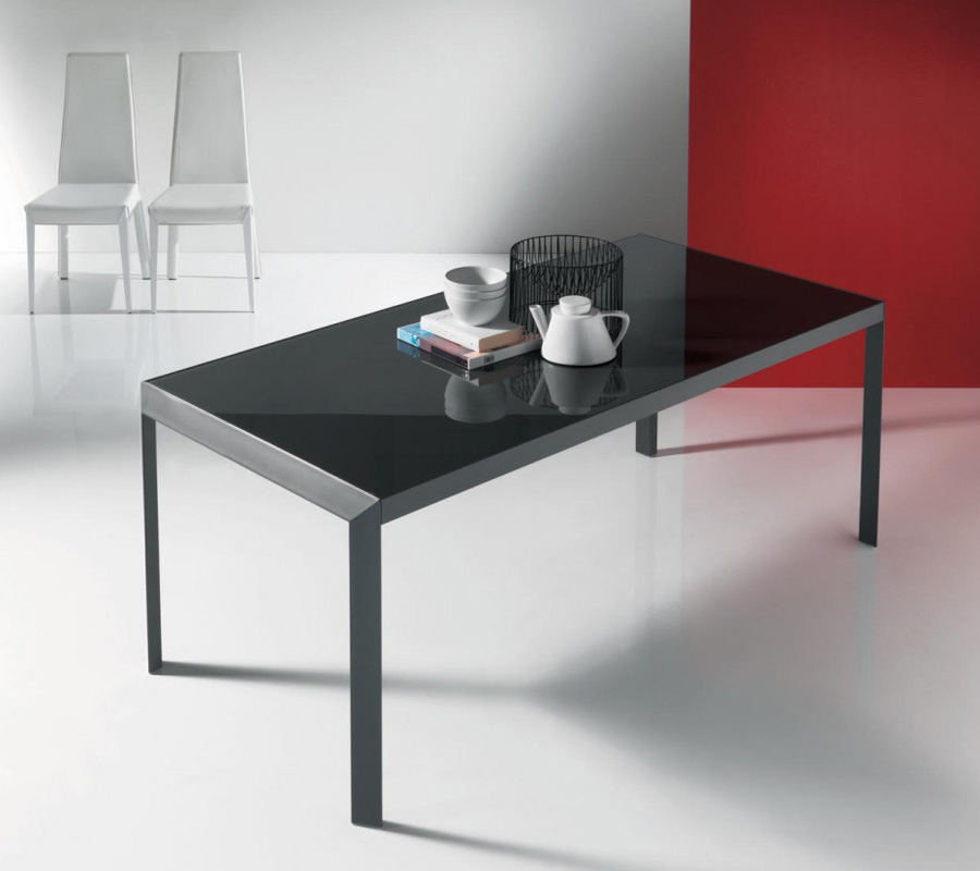 Izac, dining table from Bontempi