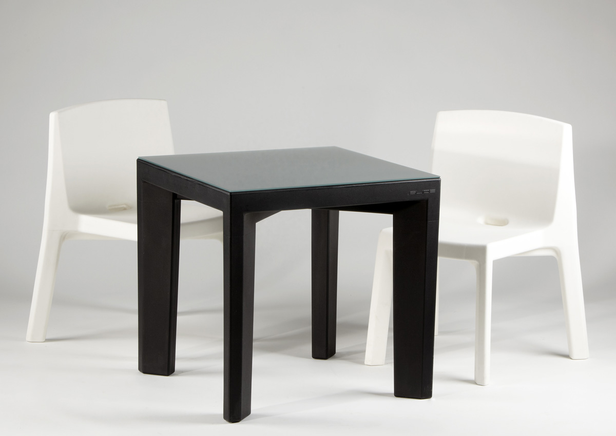 Gino dining table from Slide