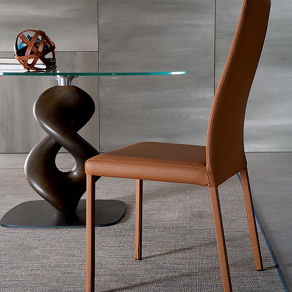 Liquid T247 dining table from Ozzio