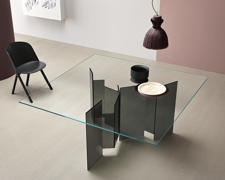 Metropolis dining table from Tonelli, designed by G. Maurizio Scutellà