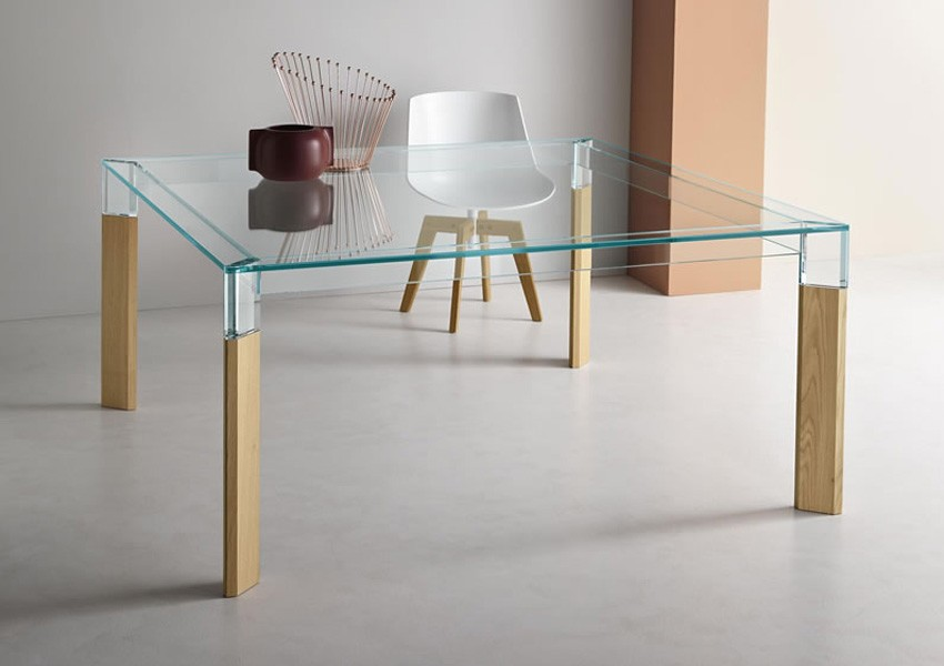 Perseo dining table from Tonelli, designed by Paolo Grasselli