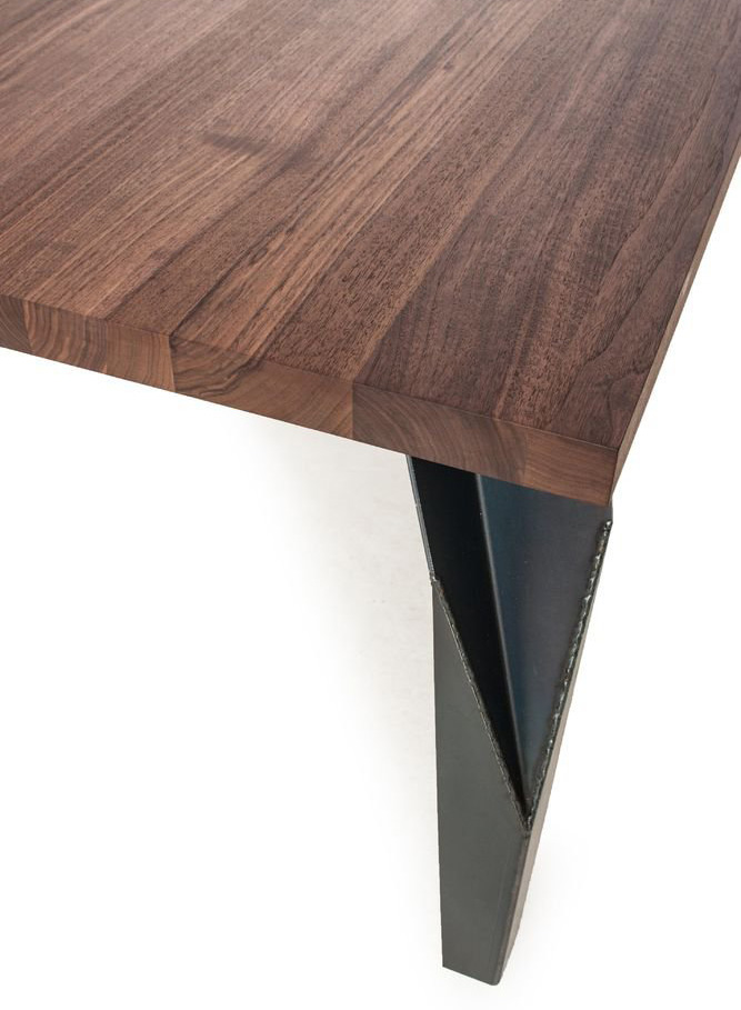 Kikibio dining table from Riva 1920