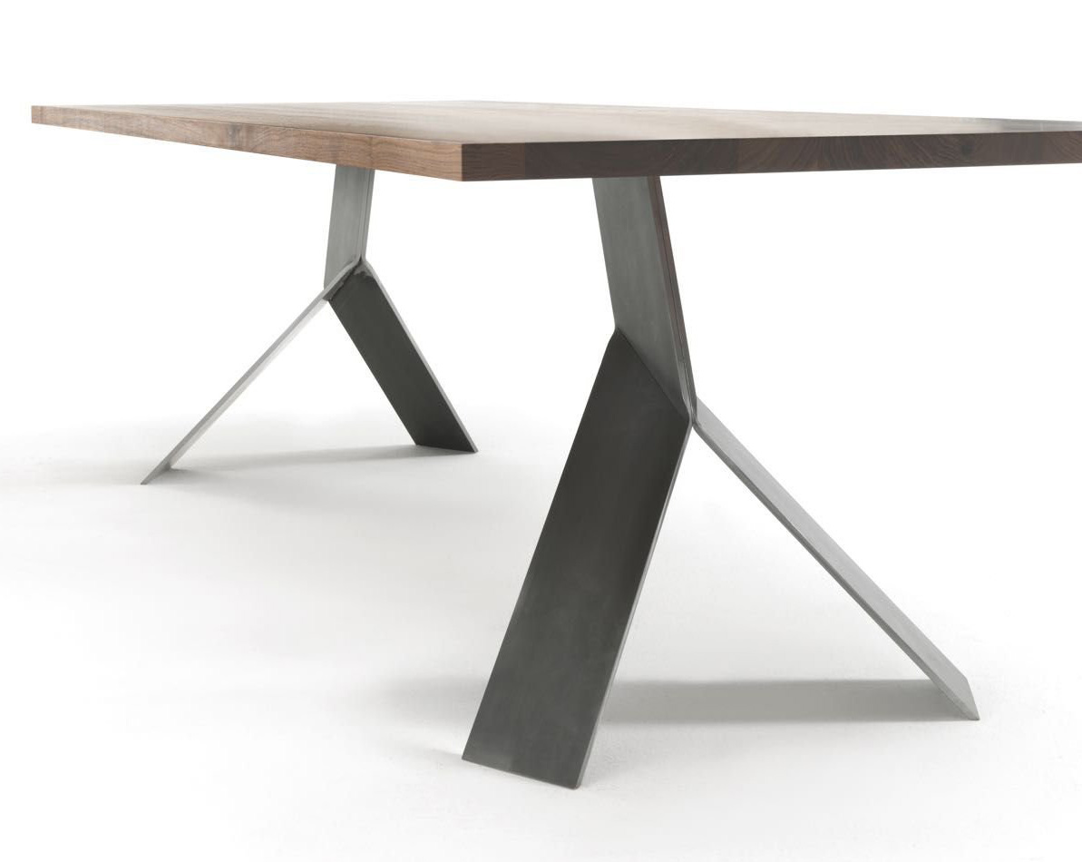 Jump dining table from Riva 1920